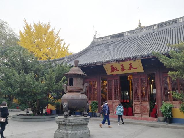 long hua temple building