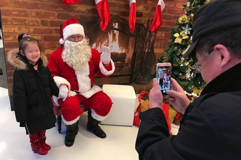 City-in-China-bans-Santa-Claus-Christmas-items